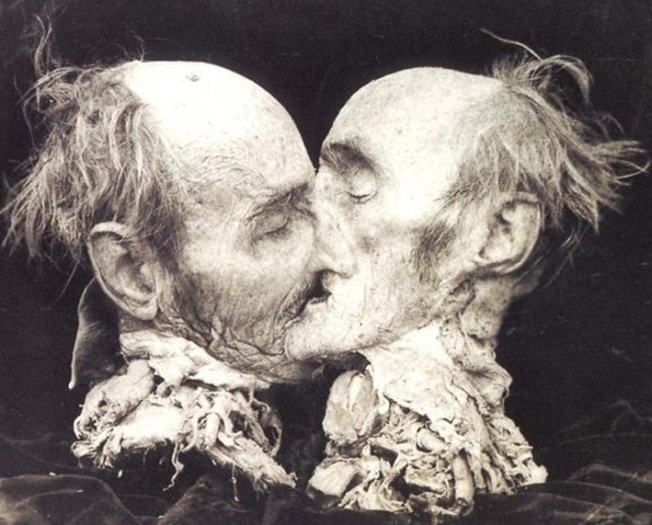 joel-peter-witkin-the-kiss